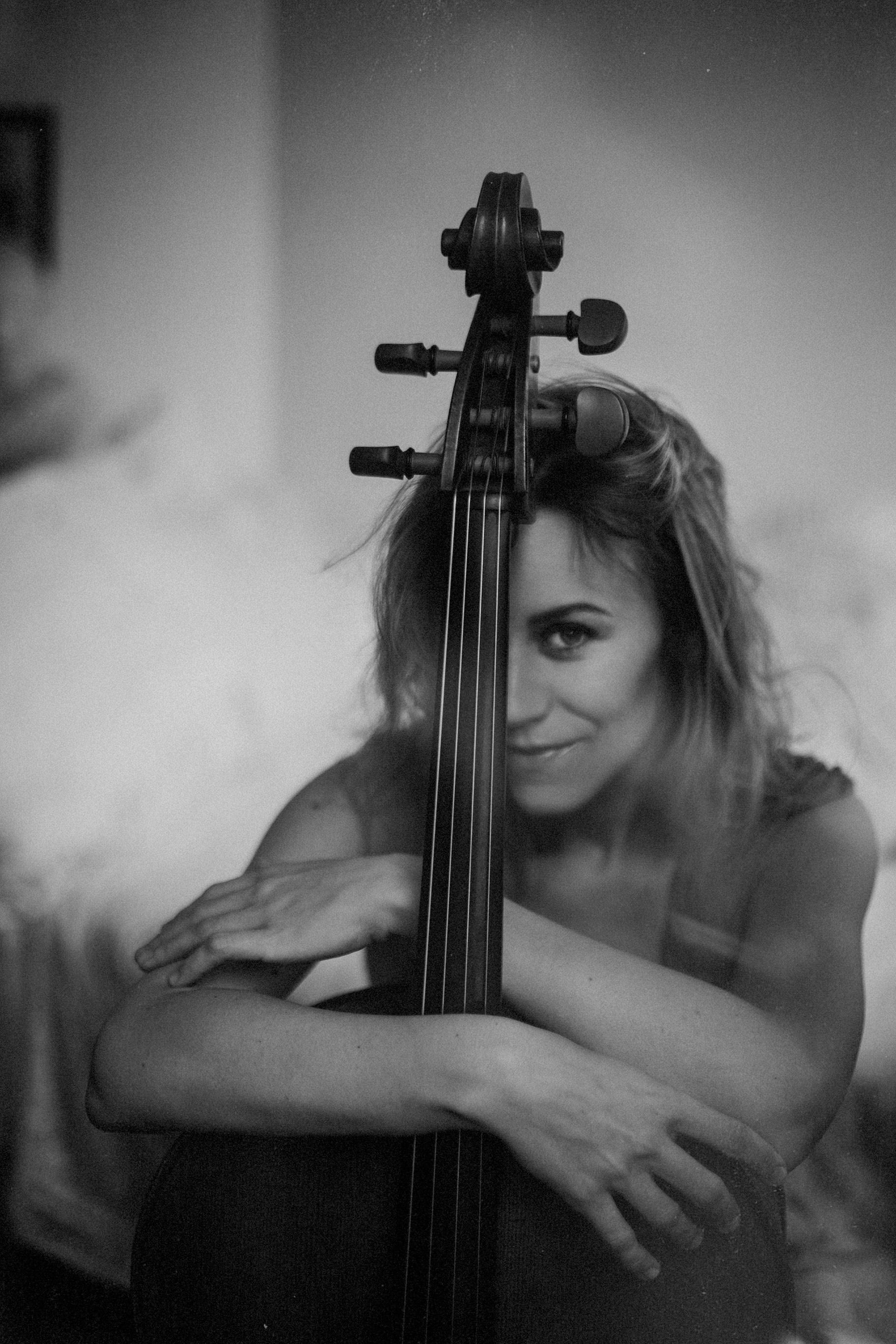 cello winner black